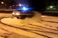 Rysk polis leker med polisbilen
