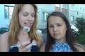 En rysk tjej prankar sin kompis när dom ska blåsa på en maskros
